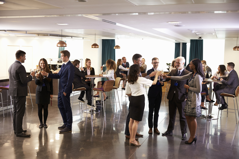 delegates networking at conference drinks P5V59NU
